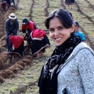 Bernarda Elizalde with farmers Peru_conflict research_square